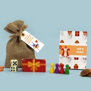 Inhoud Brievenbus Cadeau Sinterklaas Ganzebordspel Sinterpietenbord Pionnen Dobbelstenen Jute zak pepernoten en chocolade muntjes
